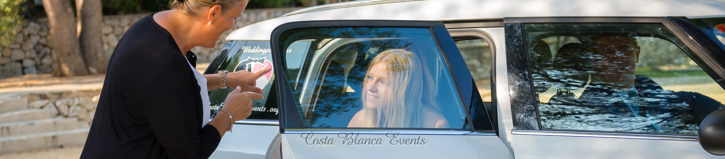 A ceremonial car is included during your wedding in Spain