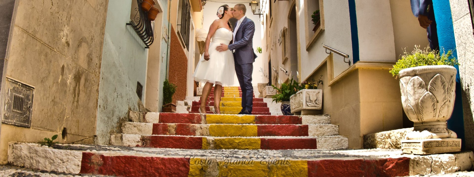 Photo of a couple on the Spanish steps during a photoshoot on the day of their wedding in Spain